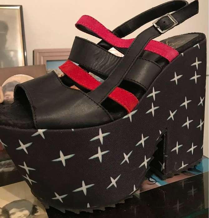 vendo mis sandalias botas y vestidos para fiestas ,ropa precio regalado de arcas originales models