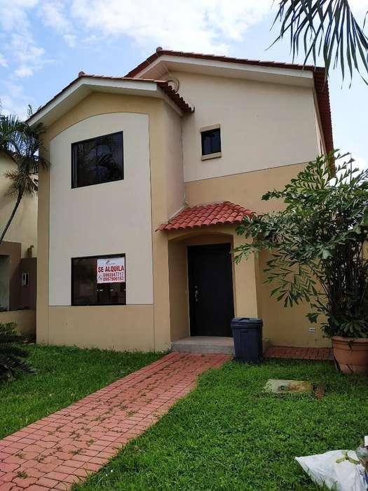 Alquiler o Venta de Casa en Urb. Ciudad Celeste, cerca del C.C. Plaza Lagos, Via a Samborondon