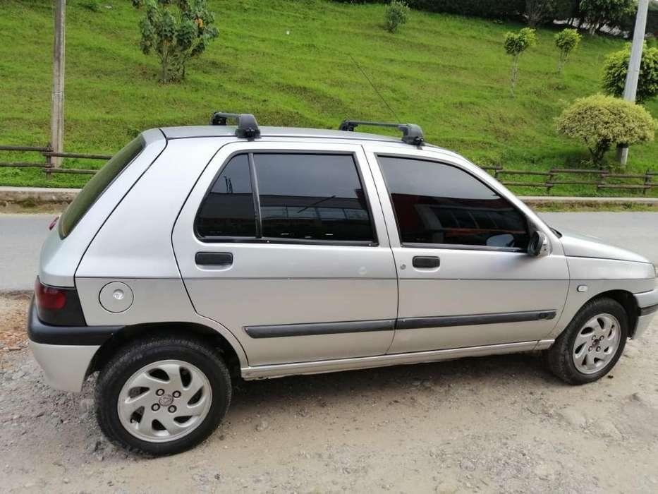 Renault Clio  2000 - 230 km