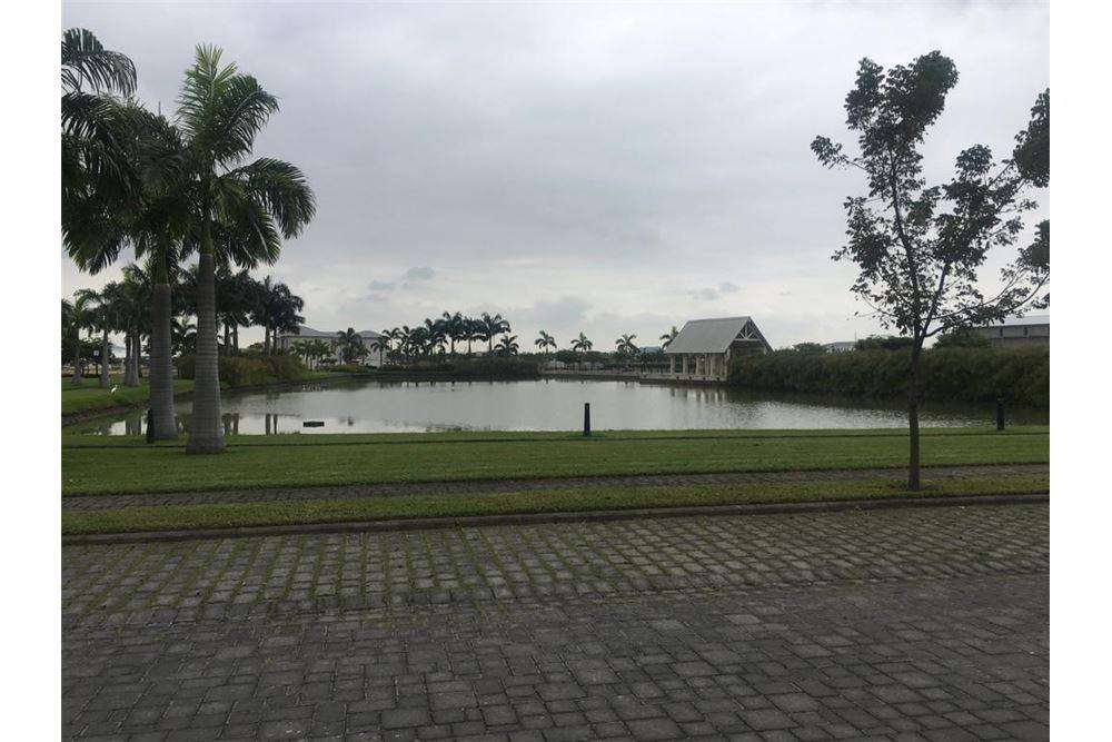 Terreno en Venta Ideal para Proyecto en Aires del Bata, Via a Samborondon, Marcia Espinoza