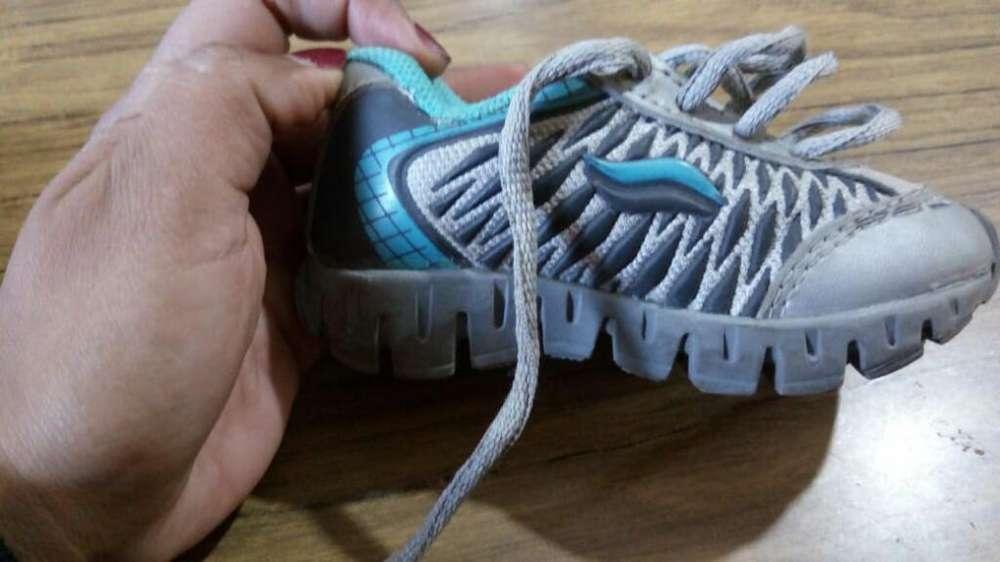 Vendo Zapatillas de Niños, Número 23