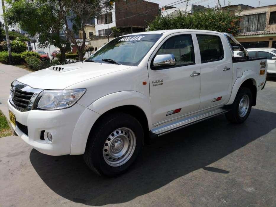 Toyota Hilux 2015 - 78000 km
