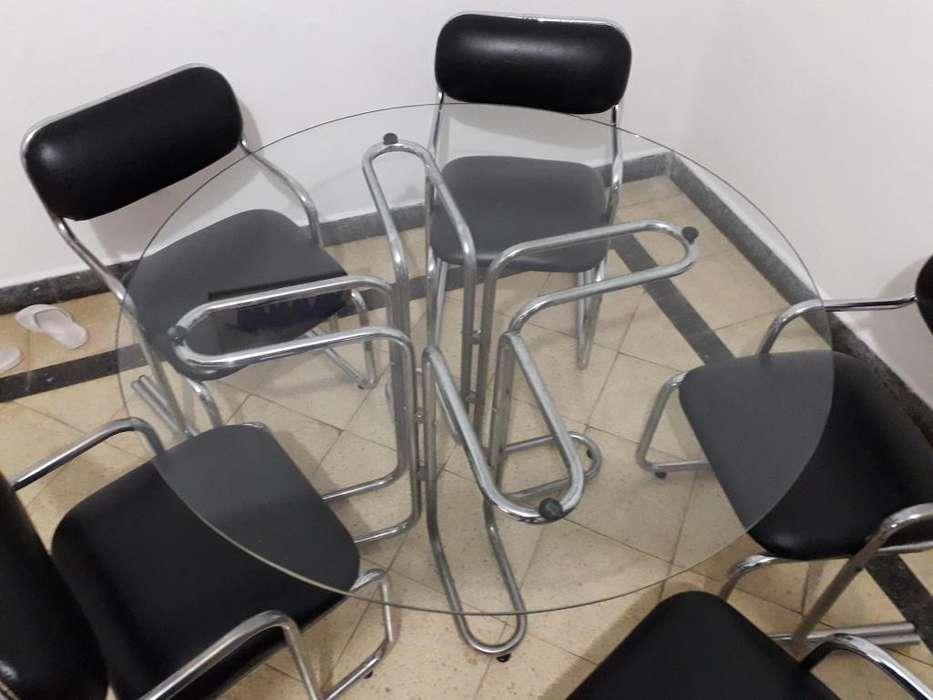 <strong>mesa</strong> redonda con sillas