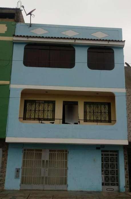 En venta acogedora casa de cuatro pisos