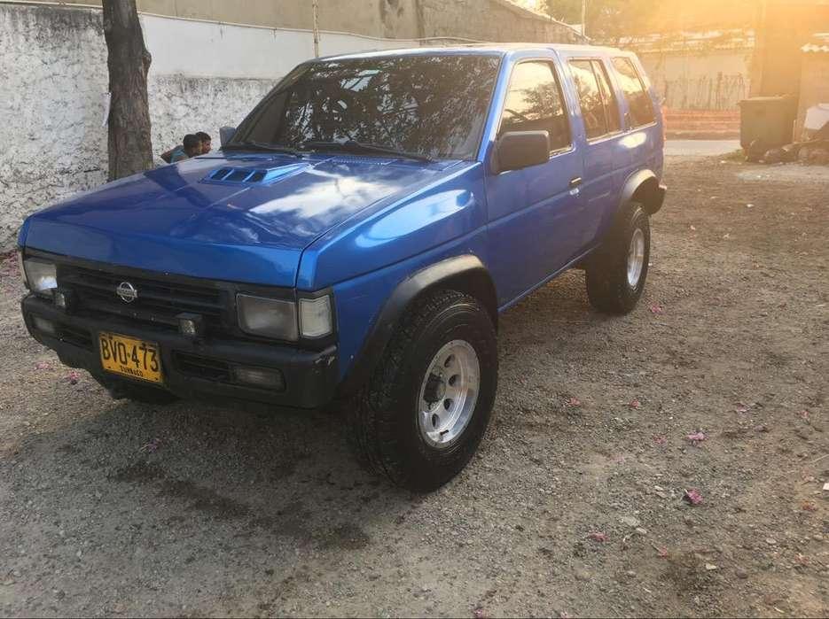 Nissan Pathfinder 1993 - 61000 km
