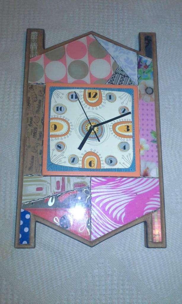 Reloj Madera Y Vidrio.