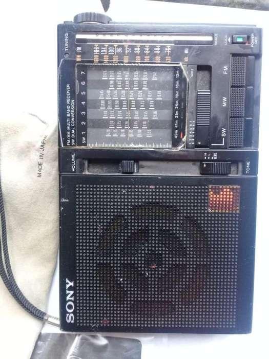RADIO SONY ICF-7600A AM / FM / SW. 9 BANDAS ANTIGUO EN BUEN ESTADO DE FUNCIONAMIENTO 170.000