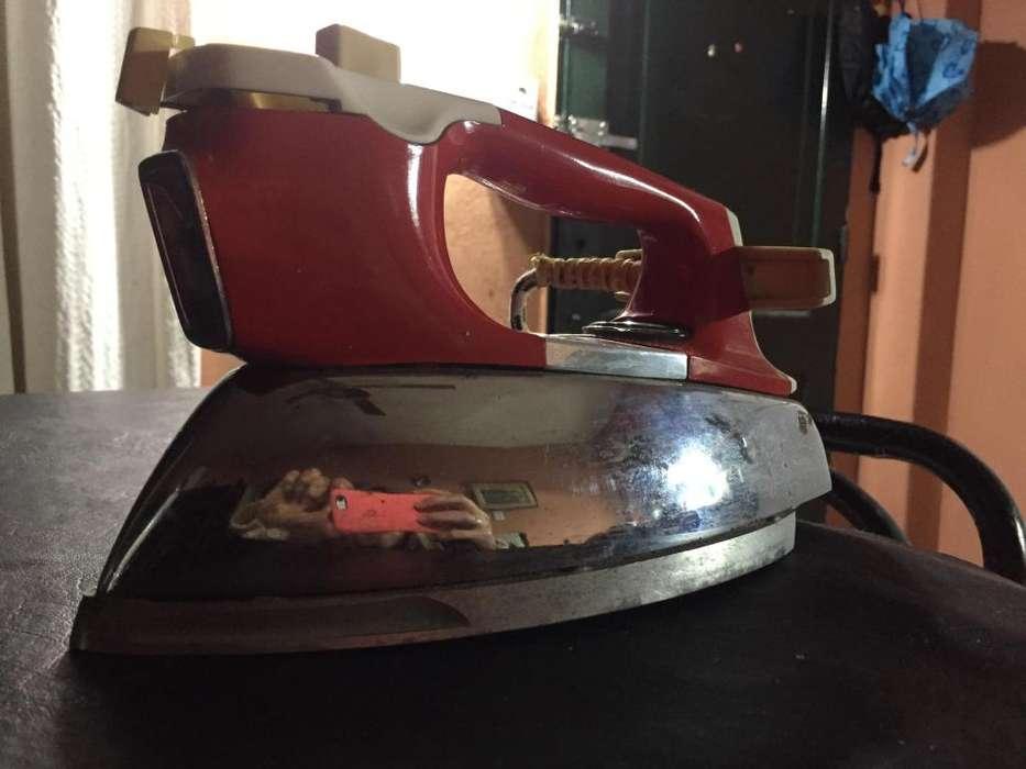 Plancha Atma Funcionando Vintage Hermosa!!