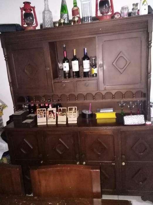 Mueble de Madera Bife