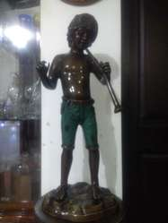 Escultura de Bronce de Niño con una flauta