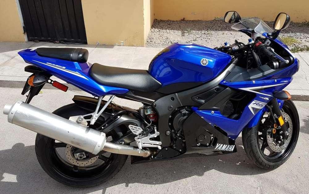 Vendo moto Yamaha R6S