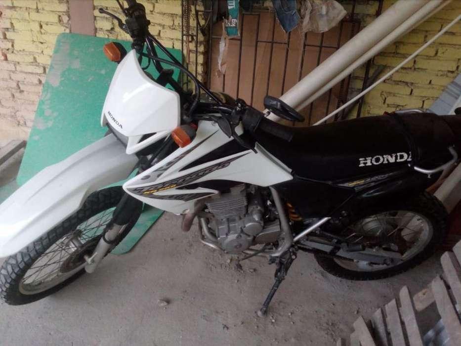 Hermosa <strong>honda</strong> Tornadoxr250
