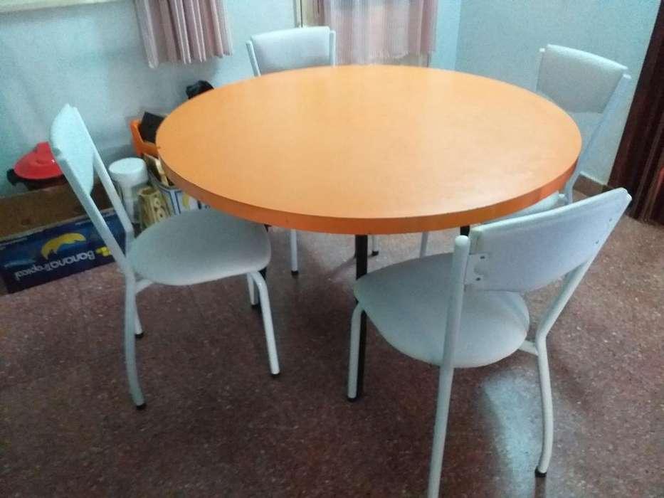Mesa de Formica con 4 <strong>silla</strong>s de Ecocuero