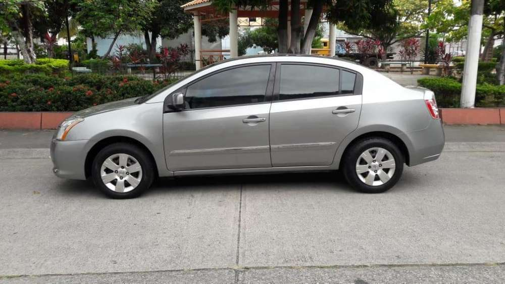 Nissan Sentra 2012 - 140000 km