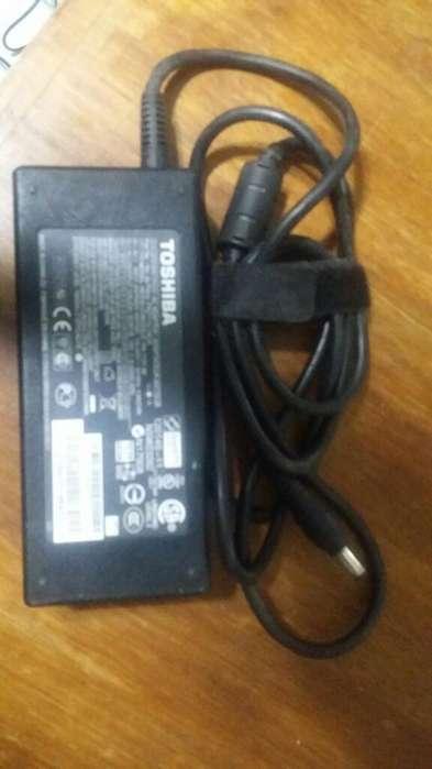 Cargador Toshiba Pin Grueso