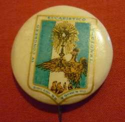 ANTIGUO Y RARO PIN DISTINTIVO DEL IV CONGRESO EUCARISTICO NACIONAL BUENOS AIRES 1944 BOTON DE LATON