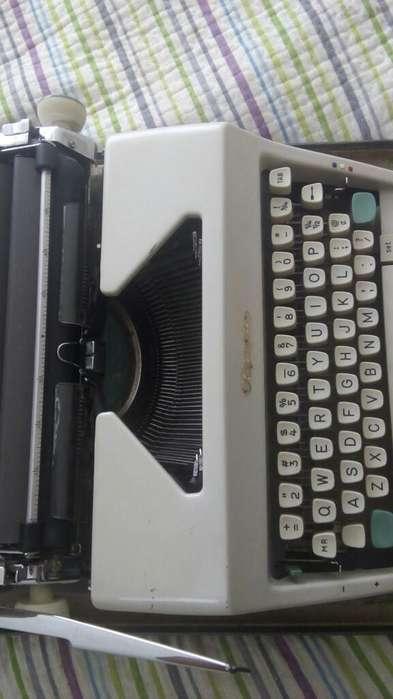 Vendo Maquina de Escribir.