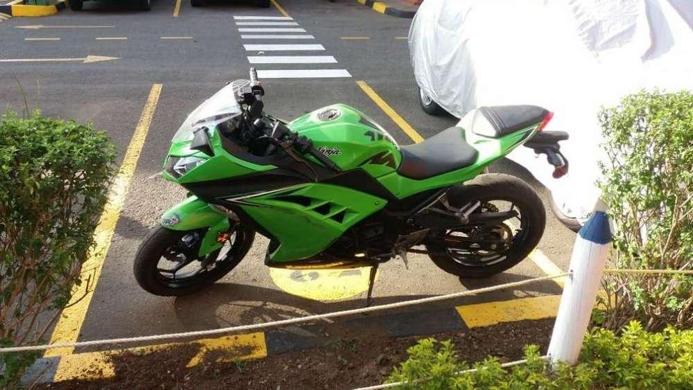 VENDO, MOTOCICLETA MARCA <strong>kawasaki</strong> NINJA EX--300, MODELO 2.017, C.C.296.