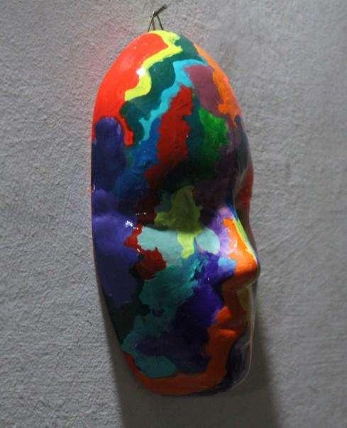 Máscara para colgar estilo psicodélico, 16,7 cm de largo, 100