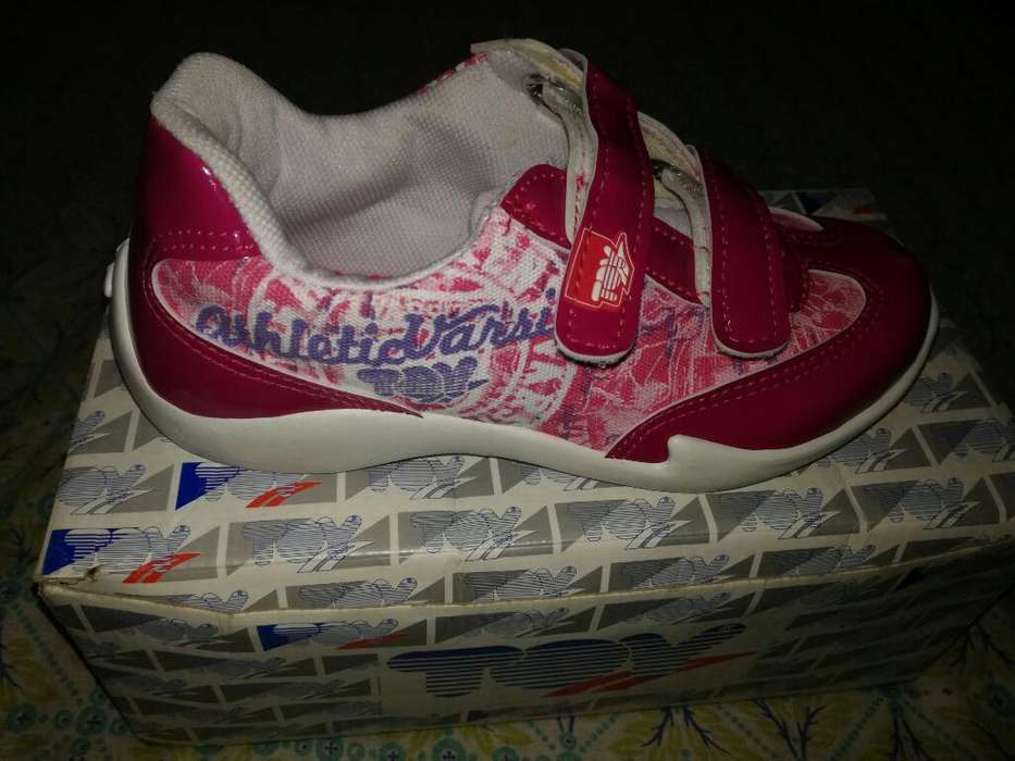 Vendo Zapatillas de Nena N 33 sin Uso
