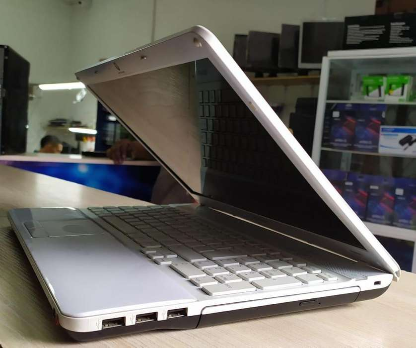 Portátil sony vaio core i5, con tarjeta de vídeo