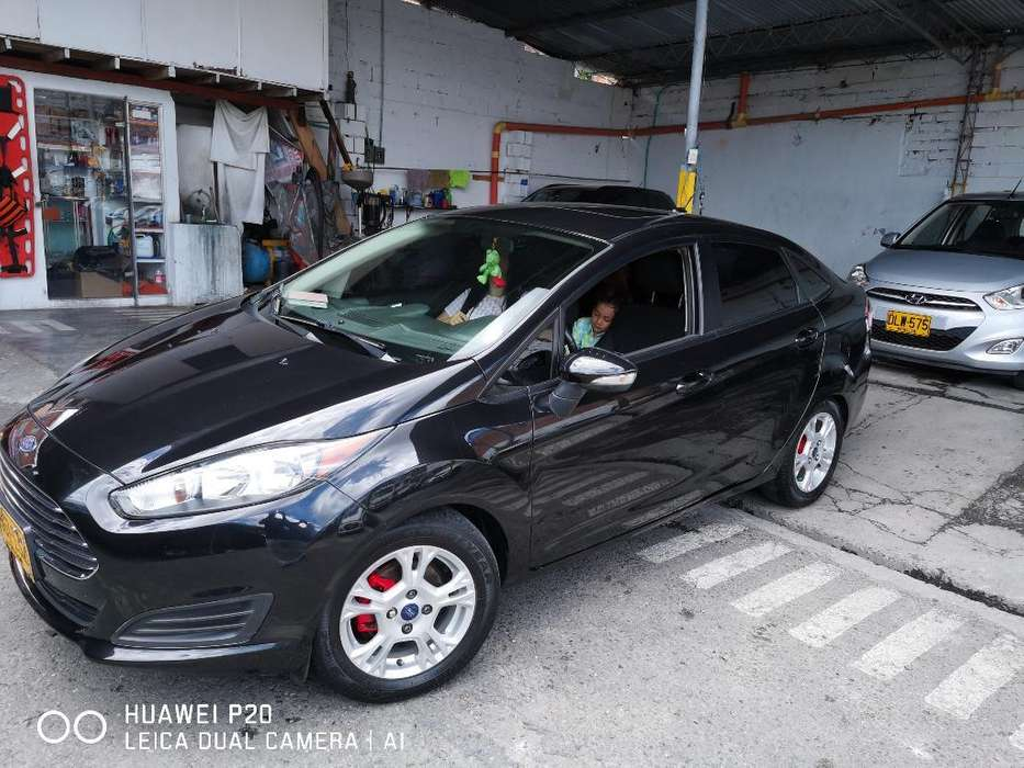 Ford Fiesta  2014 - 70000 km