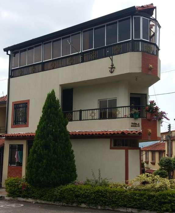 Vendo Hermosa Casa Esquinera Tres Pisos