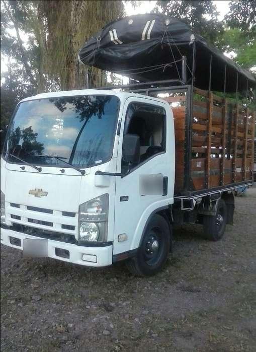 Excelente Camioneta NHR Diesel de Estacas de Servicio Público