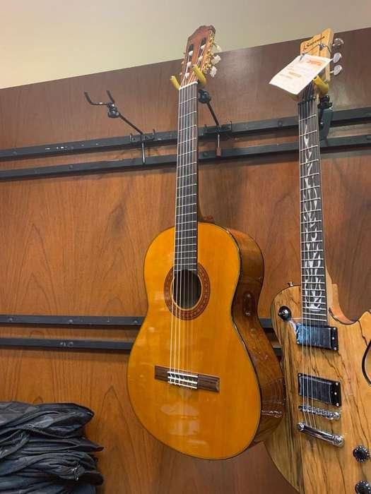 Guitarra Clasica Yamaha C-70 con Estuche