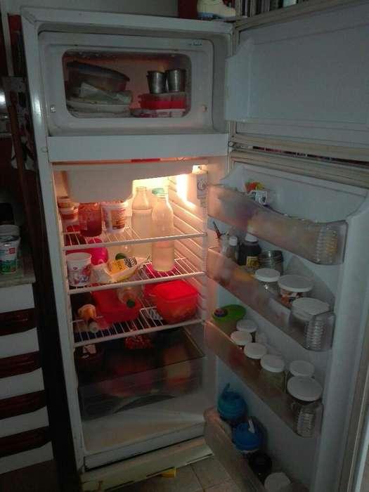 Vendo Heladera con <strong>congelador</strong>