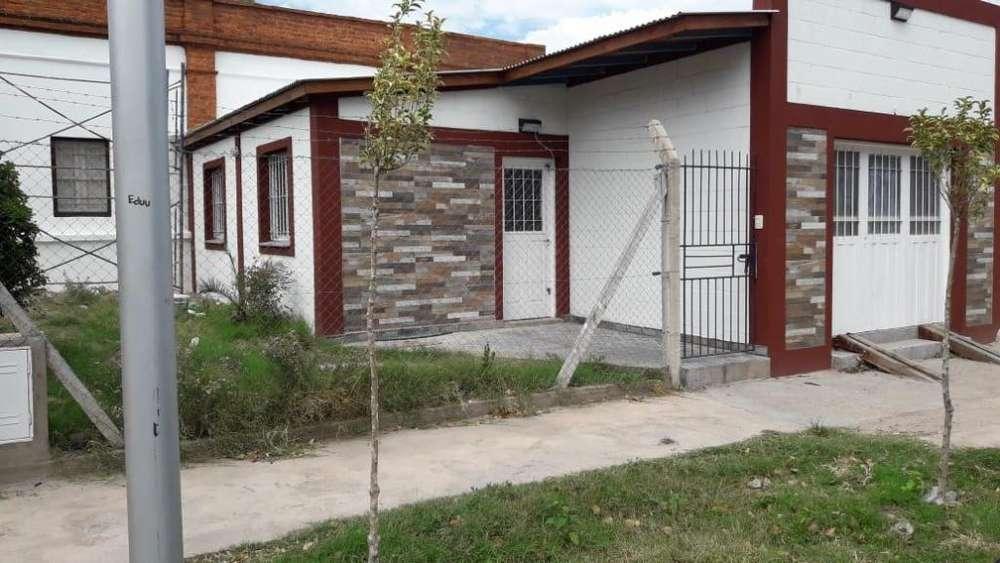 Consultora Alquila Casa en Aristóbulo del Valle entre Casero