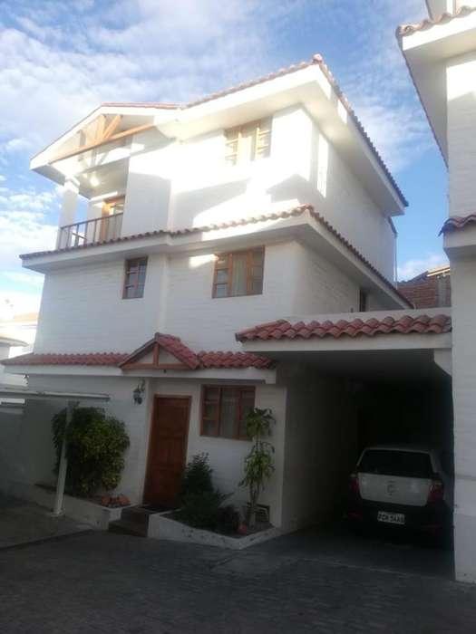Casa de venta en Carcelén, Urbanización Privada - Seguridad Permanente - Norte de Quito
