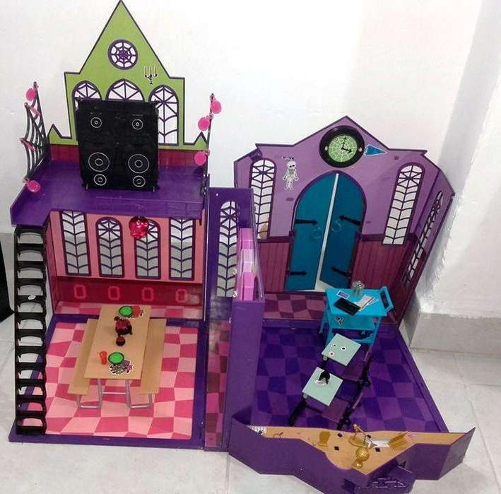 Escuala de Las Monster High