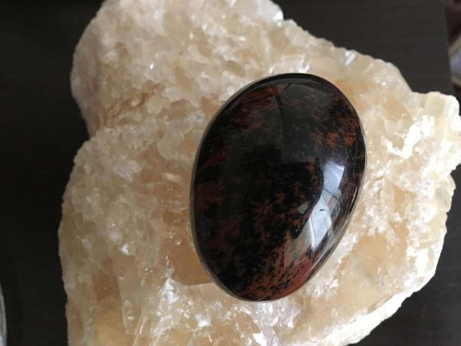 Huevo de piedra obsidiana caoba