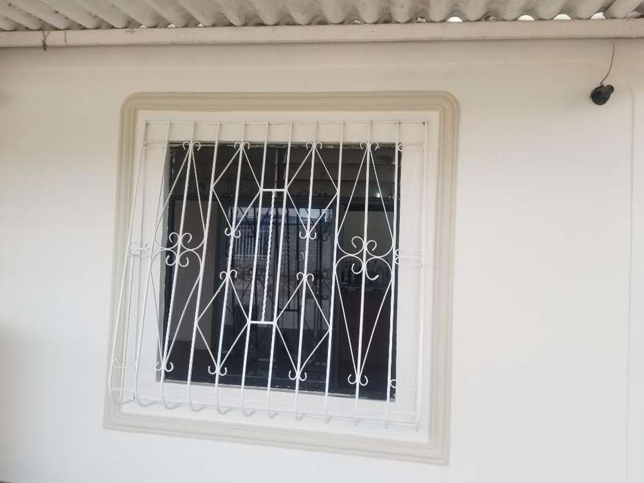 Alquilo Casa en Santa Elena