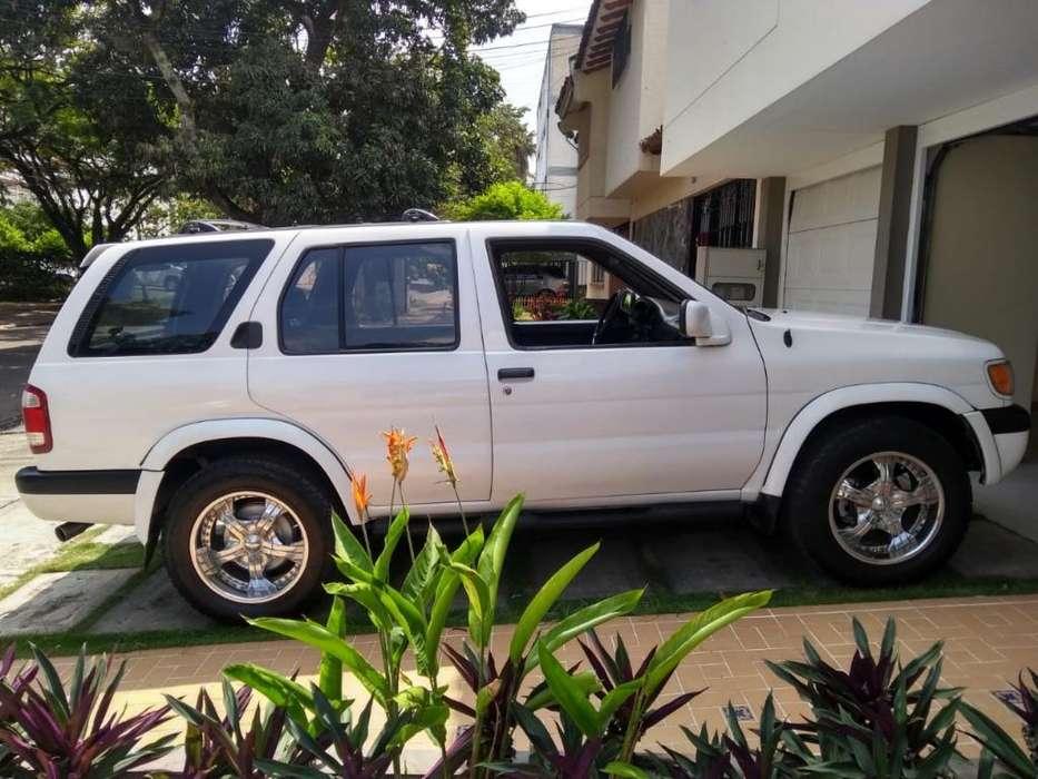 Nissan Pathfinder 1998 - 255000 km
