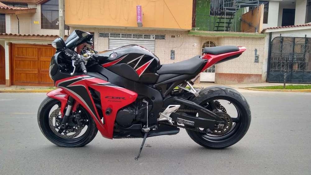VENDO HONDA CBR 1000 rr - 2009 - cel: 932464501