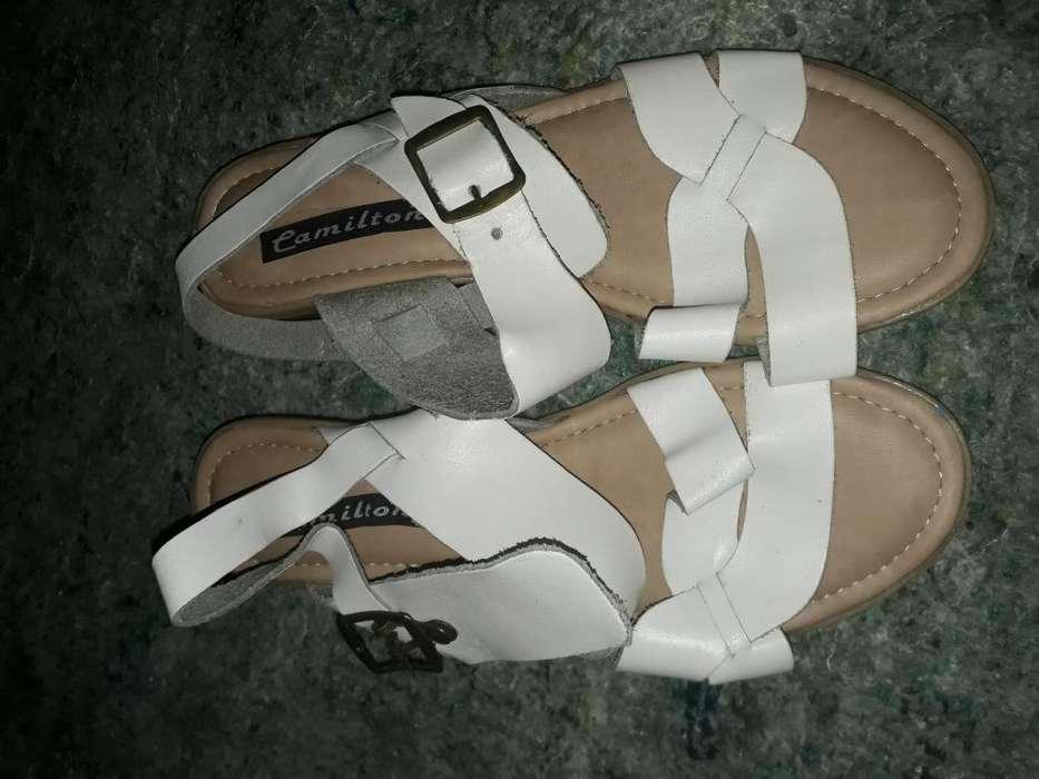 sandalias blancas nuevas
