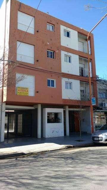 Alquiler de cochera particular. Calle Panamá, Barrio Universitario