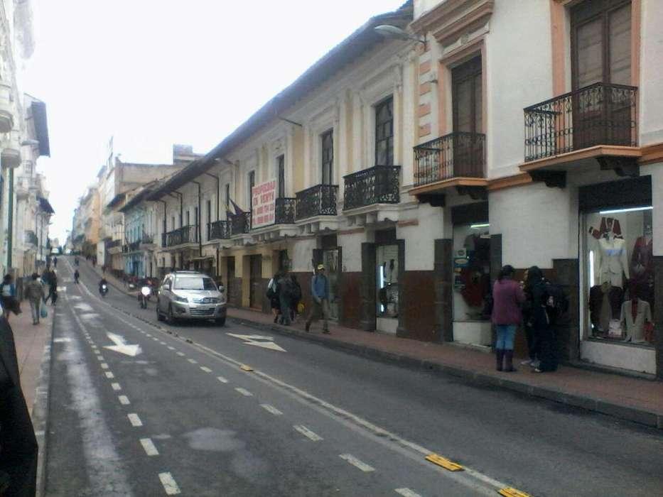 Venta de casa con 45 habitaciones y 4 locales comerciales centro histórico.