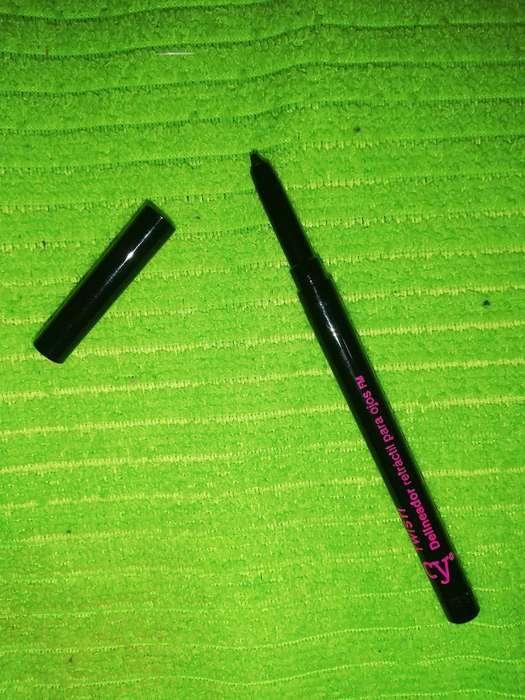 Delineador Negro para Ojos Cyzone