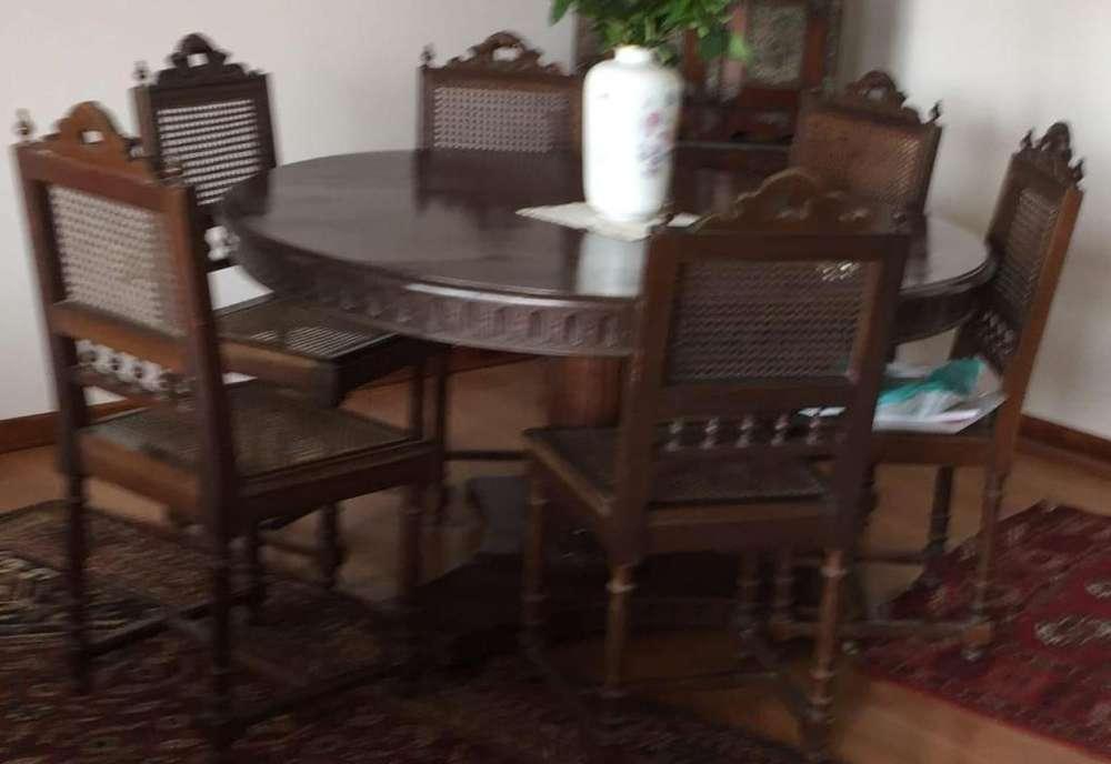 Comedor de buena madera 7 sillas mimbre impecable