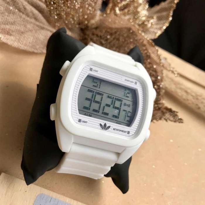 8ed2e18b2309 Deportivos y Casuales Reloj Adidas para Hombre y Mujer Pulso en Cilicona  Caratula Rectangular