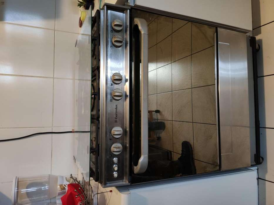 Cocina a gas Electrolux de 5 hornillas
