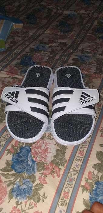 Vendo Zapatillas <strong>adidas</strong> Poco Uso
