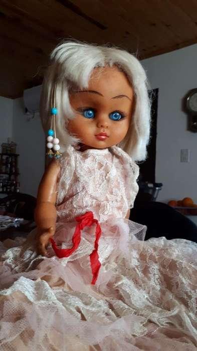 Muñeca Antigua de Lujo