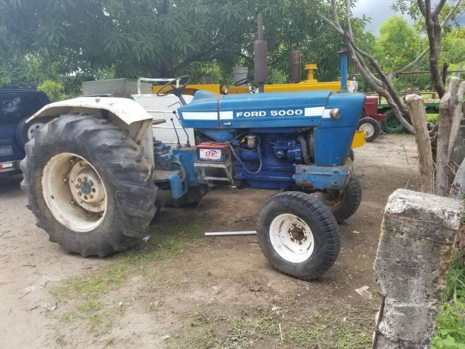 Sevende Tractor Ford Serie 5000