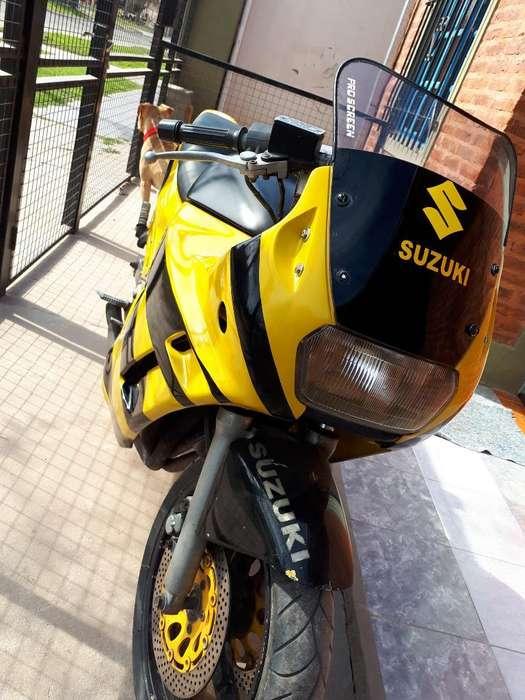 Vendo <strong>suzuki</strong> Gsx750f