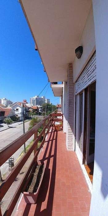 Departamento en Venta 3 dormitorios balcon cochera y baulera.