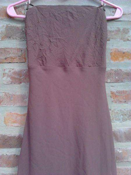 "VENDO STRAPLESS, VESTIDO MARRON, ""TUCCI"", TALLE M, A MEDIA PIERNA."